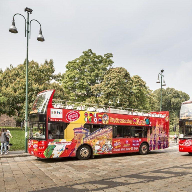 אוטובוס תיירים במילאנו
